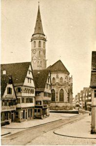 Hinter den Kulissen der Postkartenidylle brodelte der Kirchenstreit: Die Schorndorfer Stadtkirche in den 1930er Jahren (Bildnachweis: Stadtarchiv Schorndorf, Postkarten 608, Postkarte Nr. 274, Sign.: 608/274).