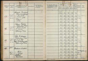 """Henselmann wird am 9. April 1945 in das Gerichtsgefängnis Rothenburg eingewiesen. Bereits am nächsten Tag wird lapidar seine """"Entlassung"""" im Gefangenenbuch vermerkt - in den Tod (Bildnachweis: Staatsarchiv Nürnberg)."""