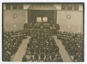 Deutscher Reichstag im Exil: Tagung im Stuttgarter Kunstbau während des Kapp-Lüttwitz-Putsches (Bildnachweis: #####).