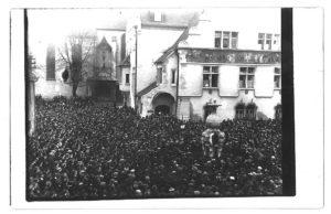 Demonstration Ende Oktober 1918 in Friedrichshafen (Bildnachweis: Kreisarchiv Bodenseekreis).