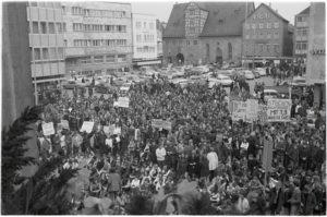 Streikende Schülerinnen und Schüler auf dem Reutlinger Marktplatz, 15. April 1970