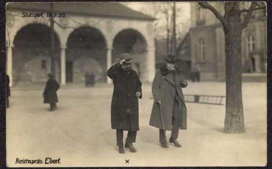 Ebert, wie er leibt und lebt, beim Spaziergang in Stuttgart 1920 (Bildnachweis: Hauptsstaatsarchiv Stuttgart P2 Bü 77 Bild 4).